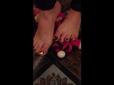 34967 - Three Dolls Under My Feet