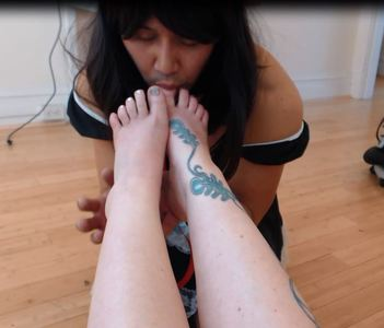51600 - Sissy Foot Worship