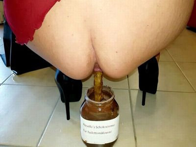60700 - Horny shit and piss in a Chocolate glass!