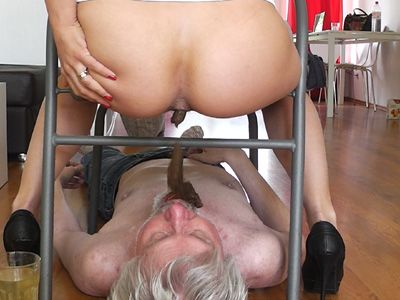 32941 - Nikki Shit and piss for an old loser