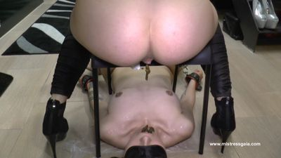 MISTRESS GAIA - WHOLE IN MOUTH! - mobile version